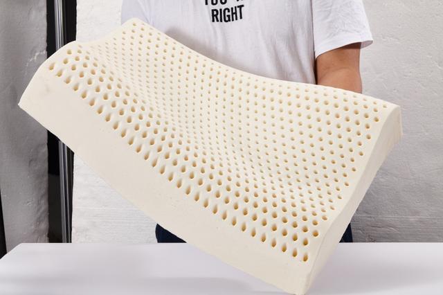 如何鉴别是不是真的乳胶枕?学会这3步,再也不怕买到假乳胶枕了